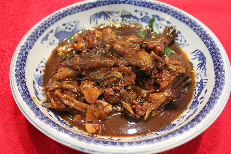 Блюдо из японской рыбы фугу