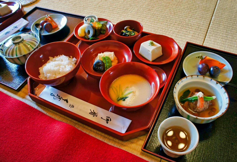 Японцы едят небольшими порциями, но очень разнообразно
