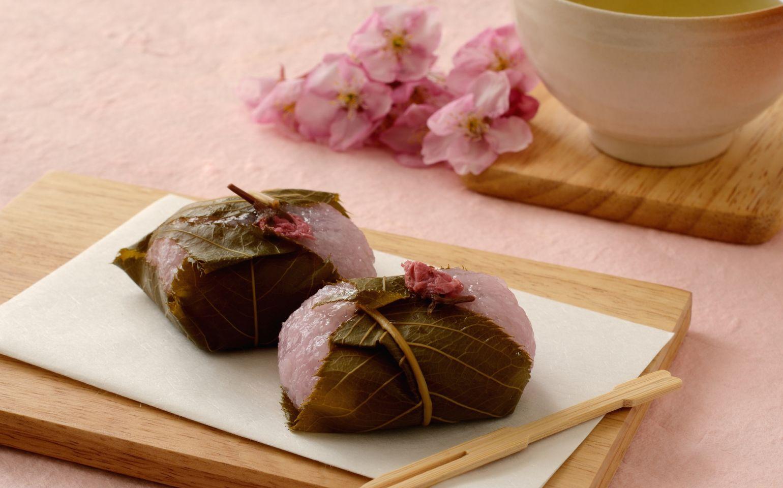 Десерт с соленой сакурой